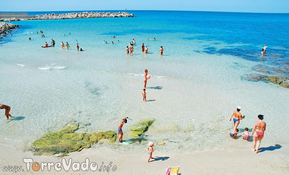 foto spiaggia di torre vado nel salento
